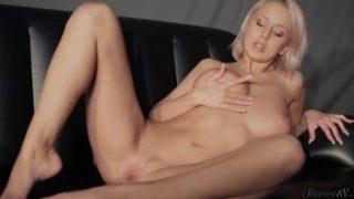 Mandy Dee Striptease On The Couch XXX   KTR